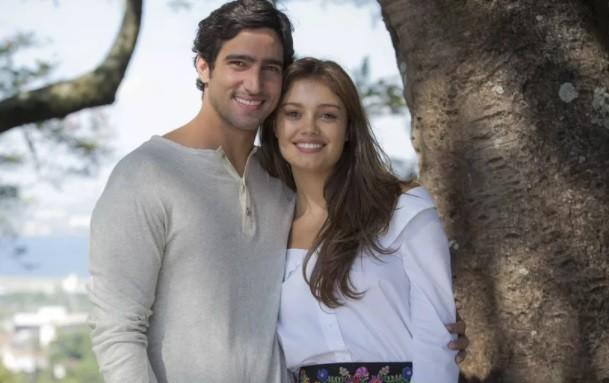 Renato Góes e Sophie Charlotte vivem o casal de mocinhos da supersérie, sucesso às 23h (Foto: Reprodução/ Gshow)