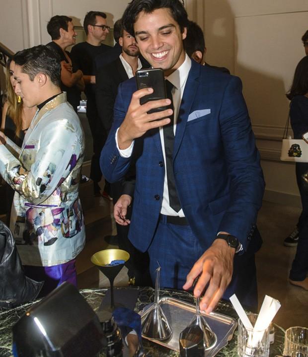 Rodrigo Simas na festa de lançamento (Foto: Fabio Cordeiro / Ed. Globo)