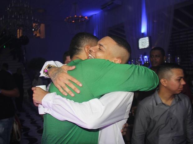 MC Duduzinho e Naldo em festa na Zona Oeste do Rio (Foto: Rogerio Fidaldo e Rodrigo Sinhá/ Ag. News)