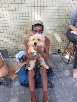 Luiz Fernando cuidou do cão após sua dono não poder ficar mais com ele em Santos, SP (Foto: Andrea Grosso / Arquivo Pessoal)