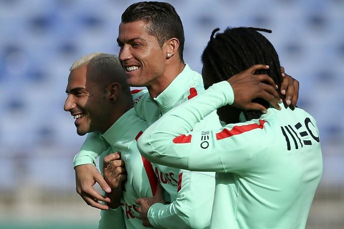 Ricardo Quaresma, Cristiano Ronaldo e Renato Sanches treino seleção Portugal (Foto: EFE/EPA/JOSE SENA GOULAO)