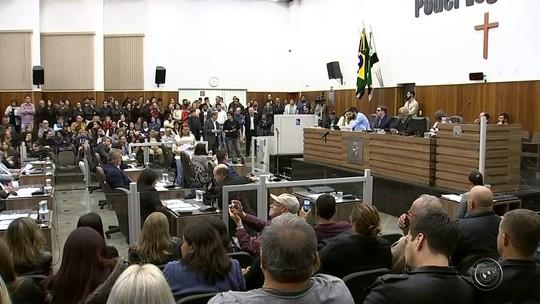 Câmara adia pela segunda vez projeto que exige curso superior a comissionados da prefeitura