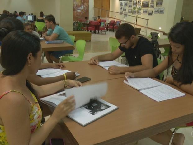 Estudantes organizam planejamento para se prepararem para concursos públicos (Foto: Reprodução/Rede Amazônica Acre)