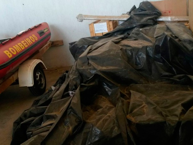 Equipamentos para sala de raio-x estão guardadas no Corpo de Bombeiros em Mossoró (Foto: Anderson Barbosa/G1)