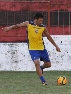 Danilo Itaporanga em treino do Campinense, no Estádio Renatão (Foto: Nelsina Vitorino / Jornal da Paraíba)