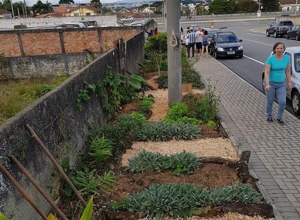 Prefeito Rafael Greca libera cultivo no recuo da calçada e afirma que irá mudar a lei em Curitiba (Foto: Reprodução/Facebook)