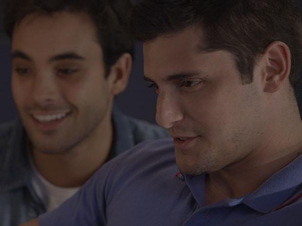 Será que Guto vai continuar com o cyberbullying? (Foto: TV Globo)