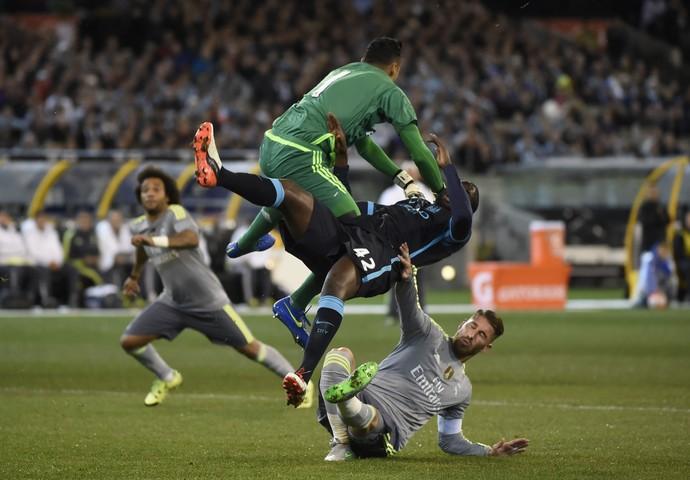 Keylor Navas e Yaya Touré - Real Madrid x Manchester City (Foto: AFP)