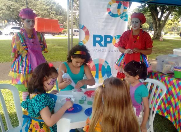 No oficina de cup-cake, os pequenos viraram mini mestre-cucas (Foto: Divulgação/RPC)