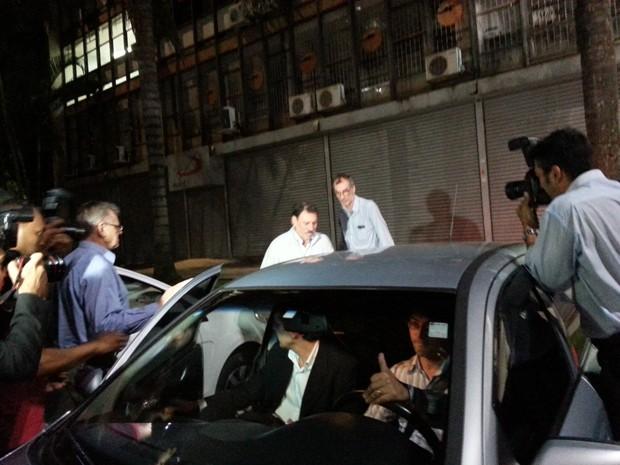 O ex-tesoureiro do PT Delúbio Soares deixa a sede da CUT em Brasília após dia de trabalho (Foto: Laura Tizzo / G1)