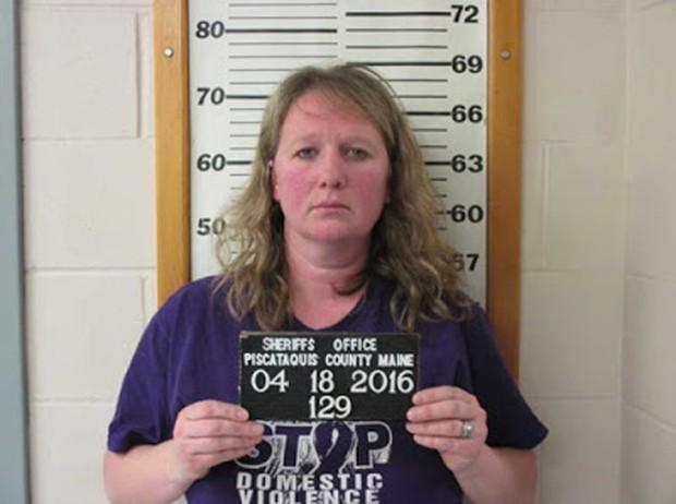 Emily Wilson, de 38 anos, acabou presa  pelo mesmo crime que ela dizia combater: violência doméstica (Foto: Piscataquis County Sheriff's Office)