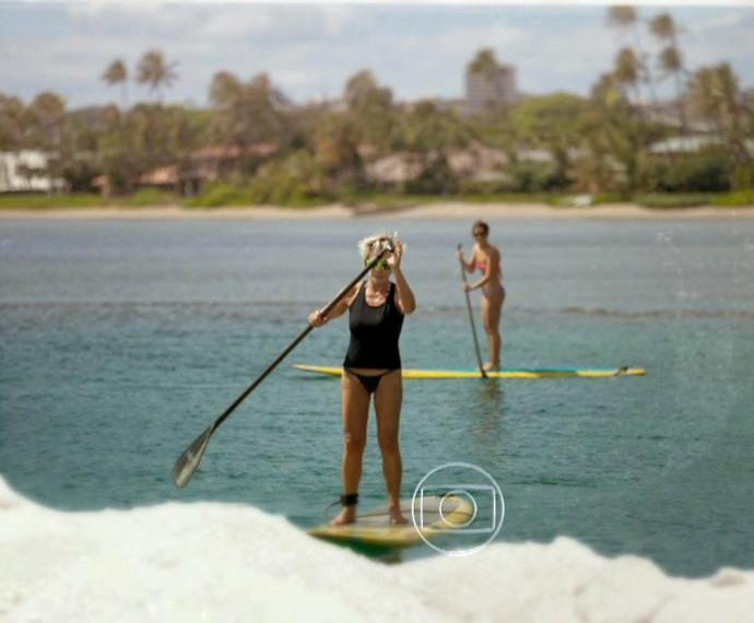 Ana Maria Braga pratica stand up paddle com a família (Foto: Mais Você/TV Globo)