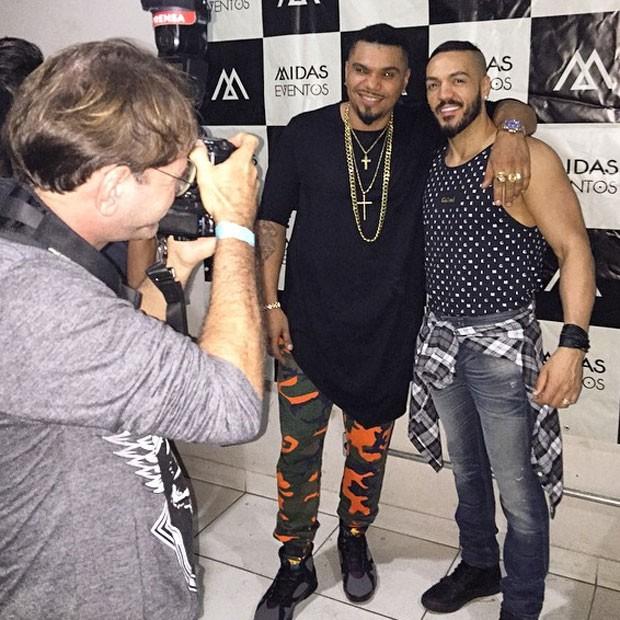 Naldo e Belo em bastidores de show na Zona Norte do Rio (Foto: Instagram/ Reprodução)