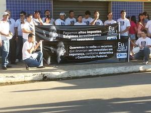 comerciantes realizam manifestação em Nova Serrana MG (Foto: Marina Alves/G1)