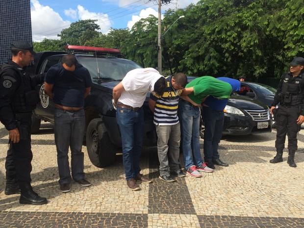 Presos suspeito de desviar R$ 100 milhões em fraudes bancárias, em Goiás (Foto: Vanessa Martins/G1)