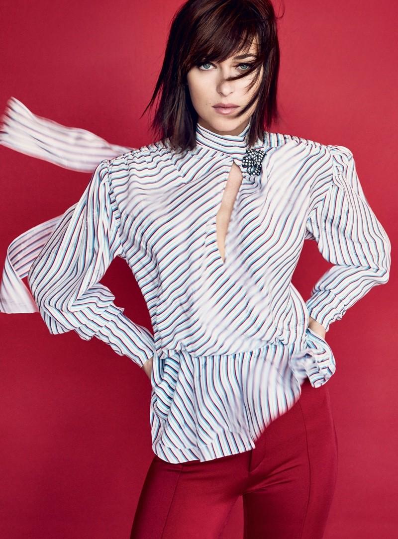 Dakota Johnson na Vogue US de fevereiro (Foto: Reprodução/Patrick Demarchelier)