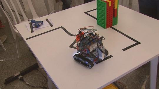 Olimpíada na USP tem desafios com robôs de 600 estudantes de todo o estado