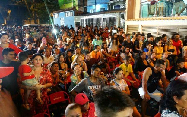Fãs de Dileno Lopes se reúnem para torcer pela 'Fera do Norte' (Foto: Onofre Martins/Rede Amazônica)