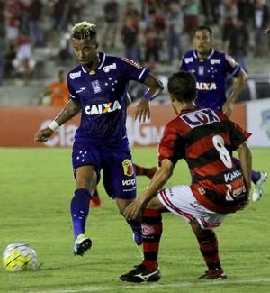 Rafael Silva Cruzeiro na partida contra o Campinense (Foto: Leonardo Silva / Light Press)