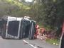 Carreta tomba e deixa o trânsito lento na BR-393, em Barra do Piraí, RJ
