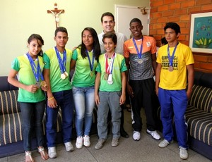 Medalhistas da etapa 12 a 14 anos badminton piauiense (Foto: Thiago Amaral/CCom)