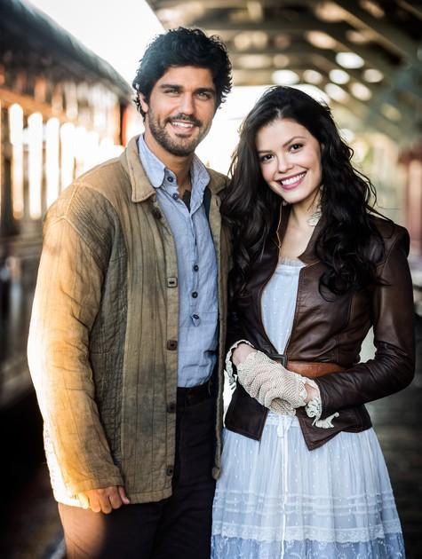 Bruno Cabrerizo e Vitória Strada, os protagonistas de 'Tempo de amar' (Foto: Globo/ João Miguel Junior)