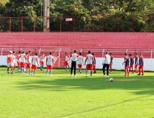 Vila treina após a saída de Robélio Schneiger (Foto: Fernando Vasconcelos / Globoesporte.com)