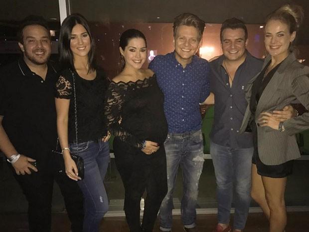 Thaís Fersoza e Michel Teló e Thais Pacholek e o marido, Belutti, com amigos em show em São Paulo (Foto: Instagram/ Reprodução)