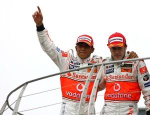 Lewis Hamilton e Fernando Alonso foram companheiros de McLaren em 2007 (Foto: Getty Images)