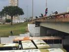Ônibus formam 'colchão' para evitar que mulher se jogue de viaduto no DF