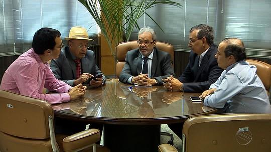 Grupo de políticos procura presidente do TCE