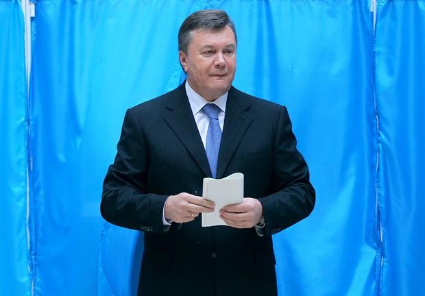 O presidente da Ucrânia, iktor Yanukovych, que votou neste domingo (28), em Kiev (Foto: AFP)