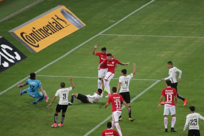 Internacional x Corinthians Inter Beira-Rio Inter Victor Cuesta Cássio Corinthians (Foto: Eduardo Deconto)