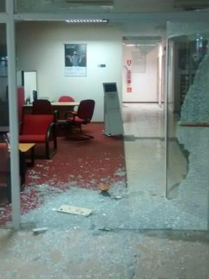 Grupo criminoso fugiu após explodir caixa eletrônico em Douradina  (Foto: Divulgação/PM)