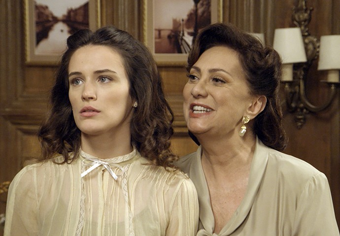 Anastácia tenta acalmar Maria sobre Sandra (Foto: TV Globo)