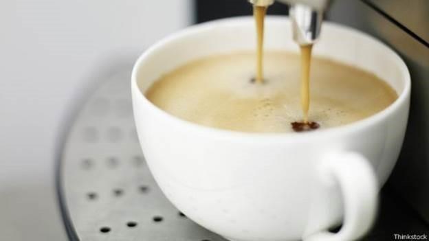 Beber algumas xícaras de café pode beneficiar o coração, disse estudo (Foto: Thinkstock/BBC)