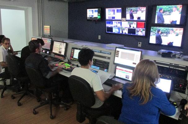 Equipe do Piauí TV 1ª Edição comanda o telejornal no Switcher. (Foto: André Santos/TV Clube)