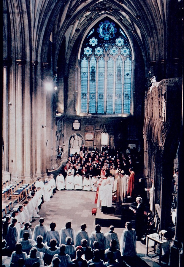 TÃO PERTO, TÃO LONGE Ordenação em 1994 de 32 mulheres na Igreja Anglicana,  a denominação protestante mais próxima dos católicos.  O Vaticano resiste à abertura (Foto: Matthew Polak/Sygma/Corbis)