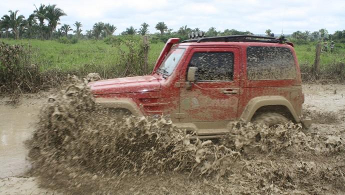 Jipe em trecho de lama em trilha de enduro da cidade de Axixá do Tocantins (Foto: Divulgação/JB Franca)