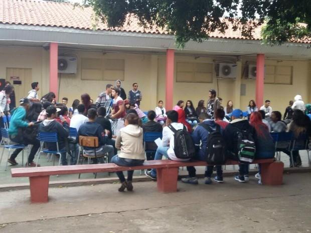 Escola ocupada por estudantes em MT (Foto: Luiz Gonzaga Neto/TVCA)