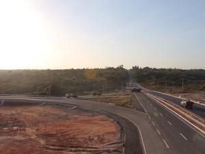 Viaduto da BR-406 que dá acesso ao aeroporto foi liberado para o trânsito nesta segunda (26) (Foto: Divulgação/Assecom)