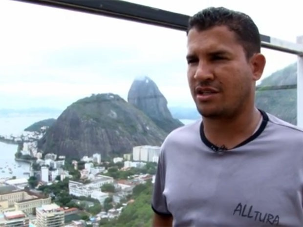 Alpinista Geneton Souza trabalha na Torre do Rio Sul (Foto: Reprodução / G1)
