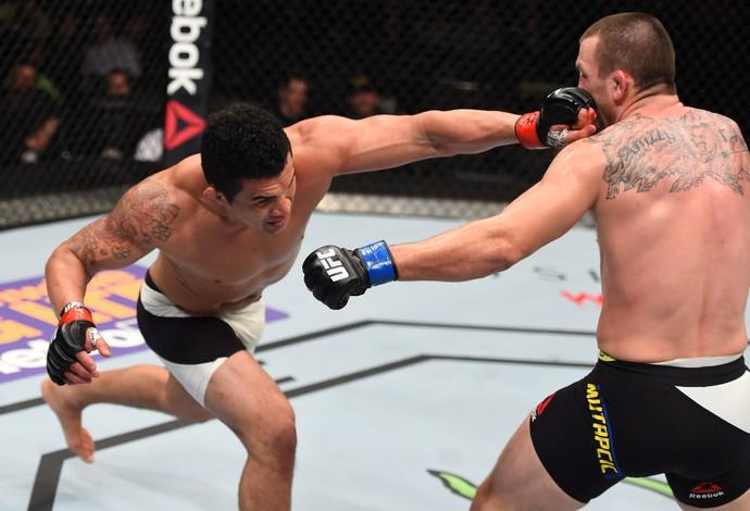 Francimar Bodão vence Elvis Mutapcic, UFC Boston (Foto: Getty Images )