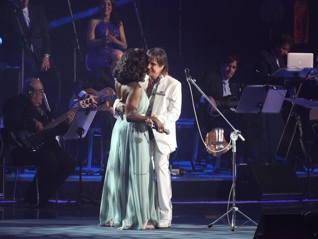 Glória Maria com Roberto Carlos em show no Rio (Foto: Claudio Andrade/ Foto Rio News)