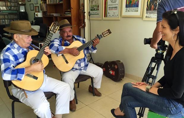 A jornalista Marcia Zarur entrevista convidados do programa Distrito Cultural (Foto: TV Globo/Divulgação)