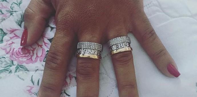 Alianças Cleber Santana e esposa Chapecoense (Foto: Reprodução Instagram)