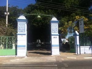 Cemitério do Caju em Campos. (Foto: Letícia Bucker/ G1)