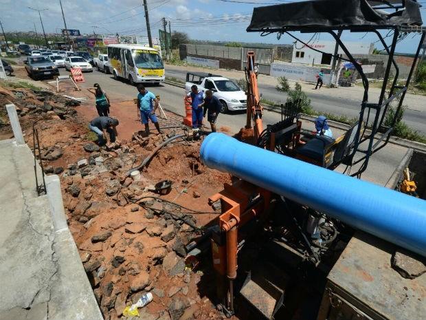 Cratera na Felizardo Moura provocou congestionamento em Natal (Foto: Adriano Abreu/Tribuna do Norte)