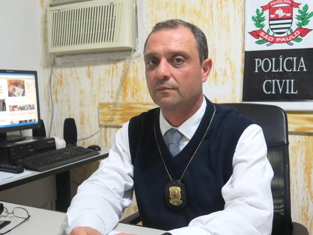 Delegado Carlos Henrique Fogolin, responsável pelo caso (Foto: Rodrigo Martins/ G1)