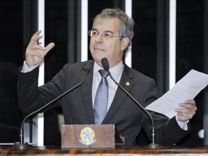 Jorge Viana (PT-AC) sem sess�o do Senado (Foto: Jos� Cruz/Ag.Senado)